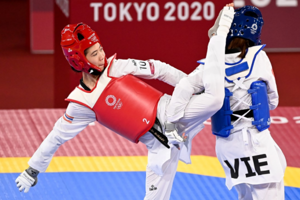 Panipak fights against Vietnam and advances to the semi-finals of the Olympic Taekwondo